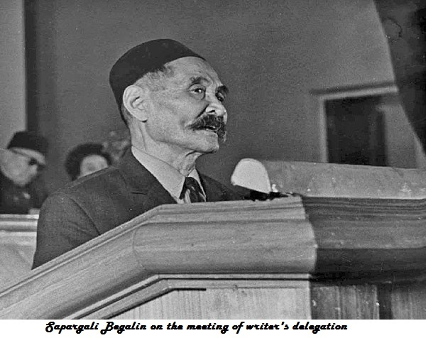Sapargali Begalin on the meeting of writer's delegation.jpg