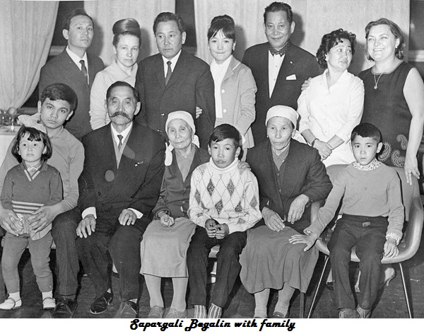 Sapargali Begalin with family.jpg